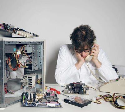 找电脑维修服务,一定要找正规公司 下面这位小哥……
