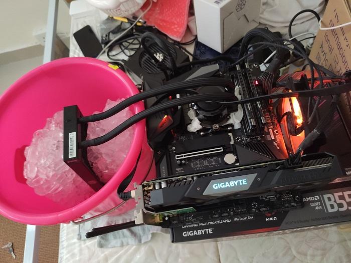 锐龙4700G台式APU达成冰冷全核5.0GHz与DDR4-5400内存超频纪录
