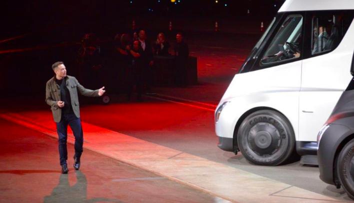 特斯拉 Semi 搭载 500 kWh 电池,预计下半年投产